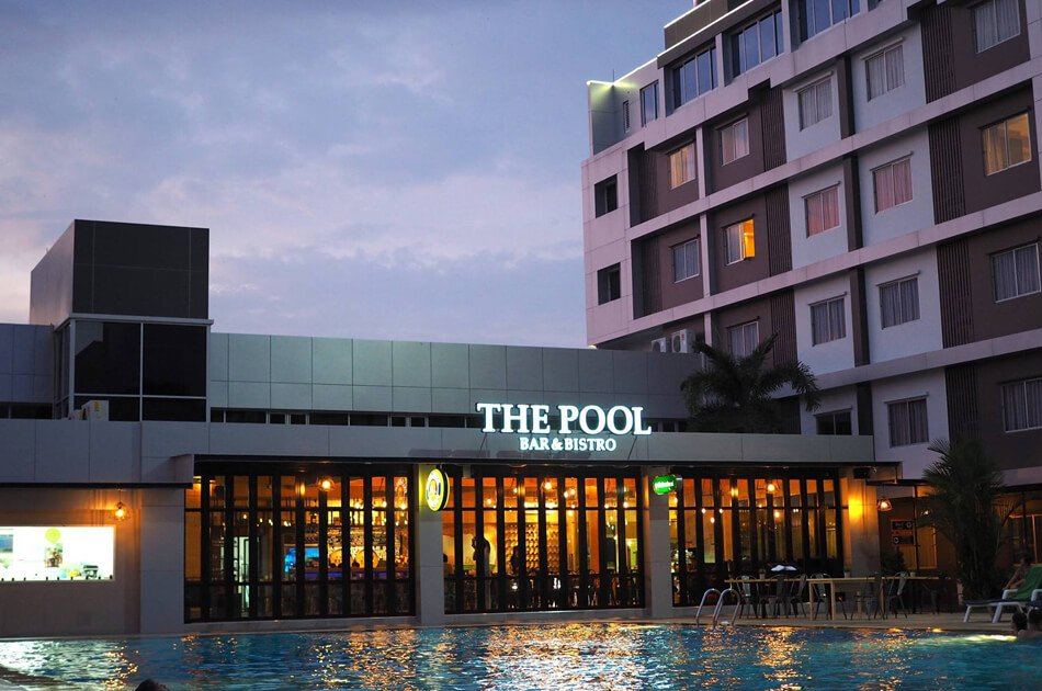 The pool Bar&Bistro